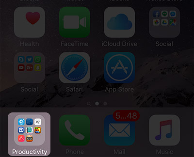 Add Folder on iPhone Dock
