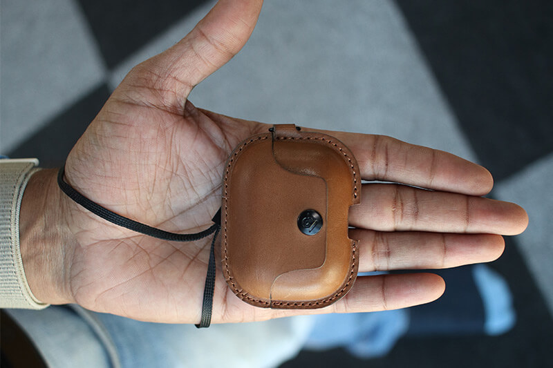 AirSnap Pro Leather Case in Hand