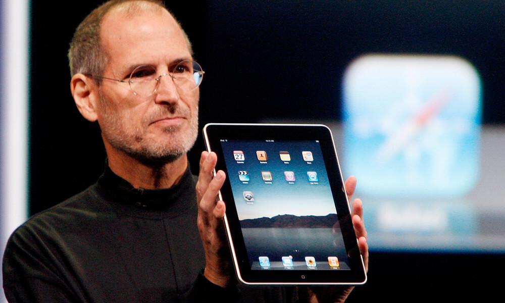 Apple iPad 2010 designed by Jony Ive