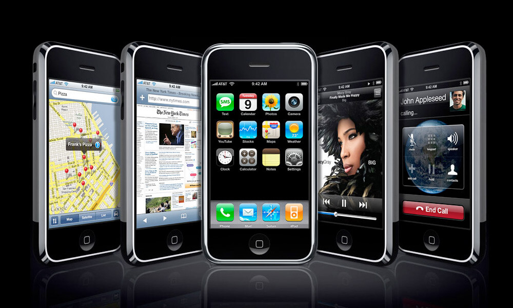 Apple iPhone 2007 designed by Jony Ive
