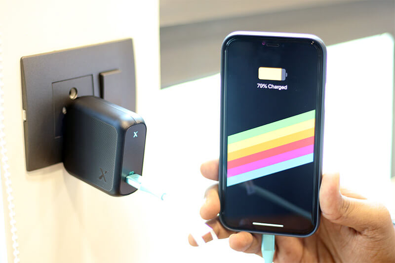 Charging Smartphone with xDynamo Solo USB-C Fast Charger