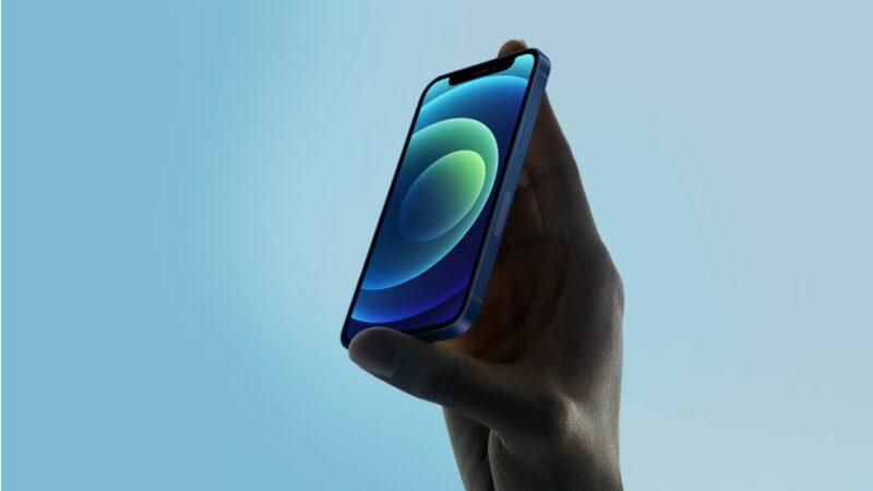 Compact Phones Making a Comeback
