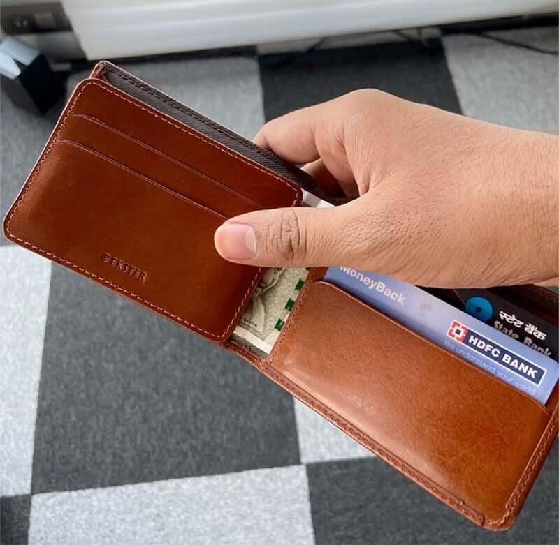 Detachable Cardholder in Ekster Modular Secretary Wallet