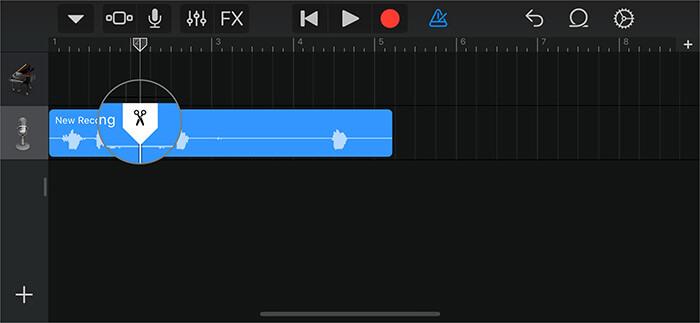 Ziehen Sie die Schere in der GarageBand-App nach unten, um einen Teil der Sprachnotiz zu trimmen