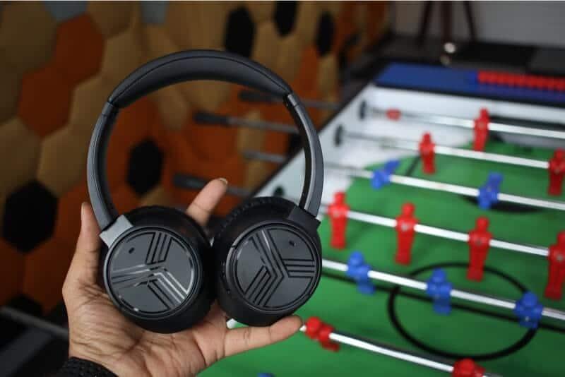 Holding TREBLAB E3 Wireless Headphones