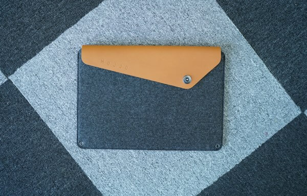 Keeps your MacBook secure with Mujjo Sleeve