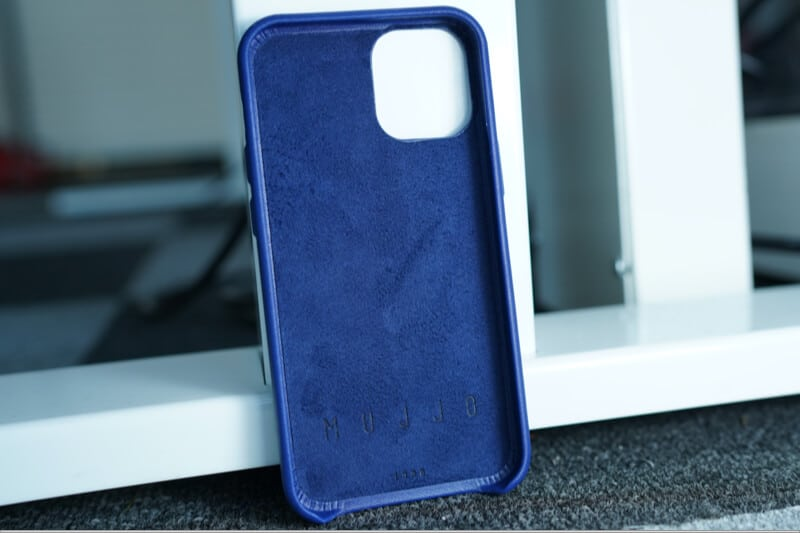 Mujjo Case Lined with luxurious Japanese microfiber