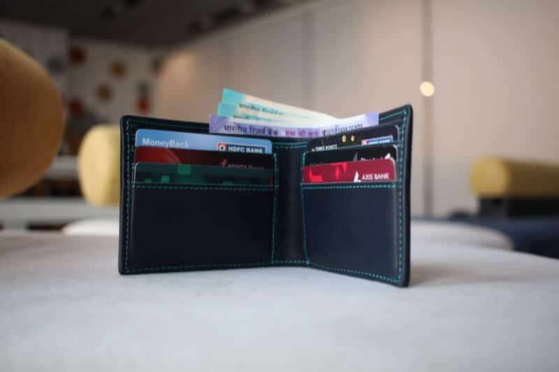 Pockets to Store Cards and Cash in Walli Smart Wallet