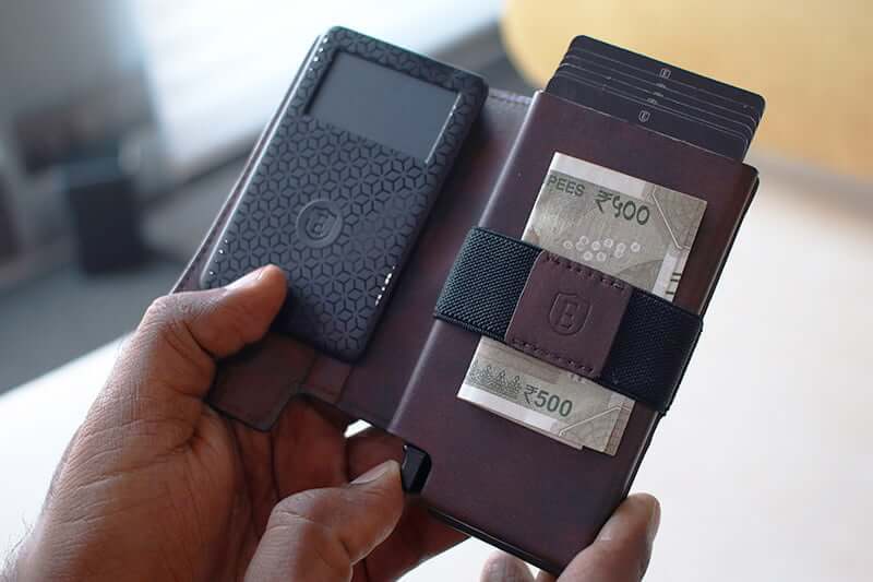 Store Cards and Cash in in Ekster Parliament Smart Wallet