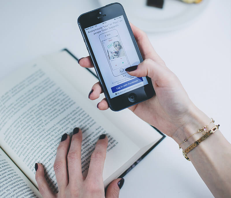 Using Smartphone While Reading
