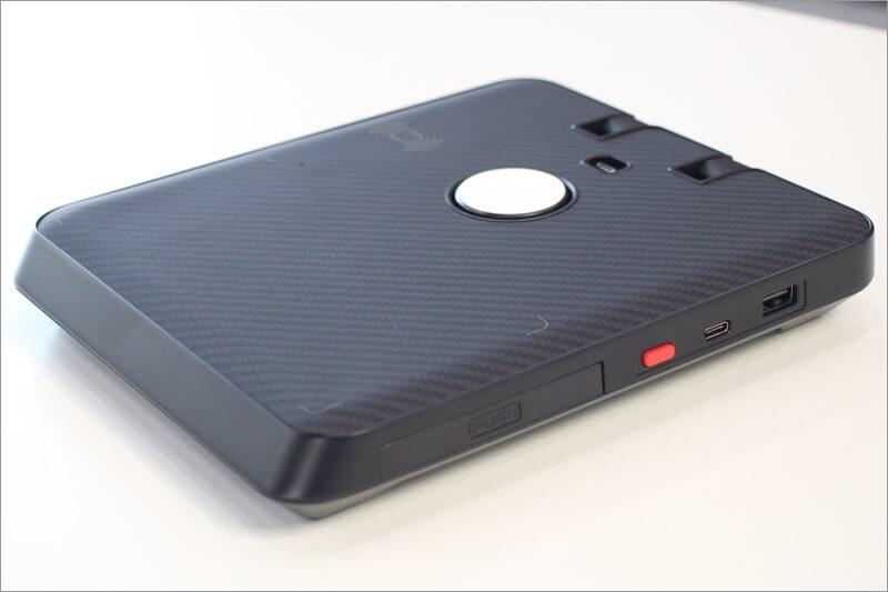 wireless charging pad of pitaka air omni charging station