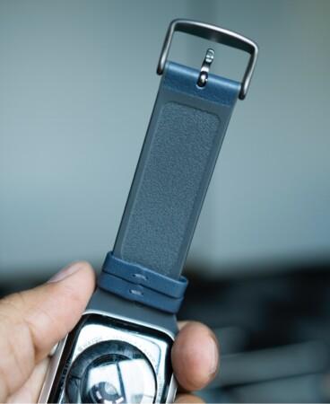 Bellroy Apple Watch Armband mit strukturierter Unterseite, die Schweiß ableitet